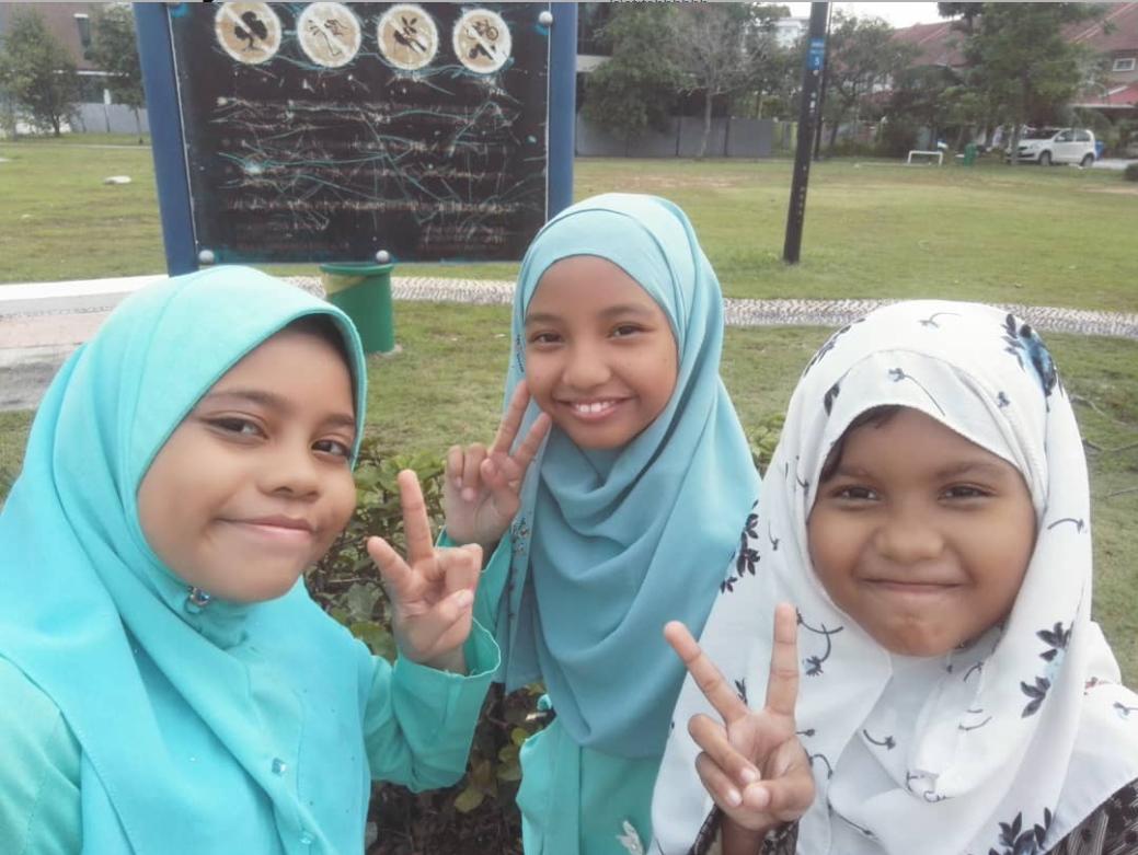 (Dari kiri ke kanan) Iman, Sakinah dan Qaseh.