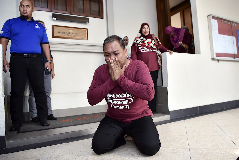 The father performing 'sujud syukur' (prostration of gratitude) outside the courtroom.