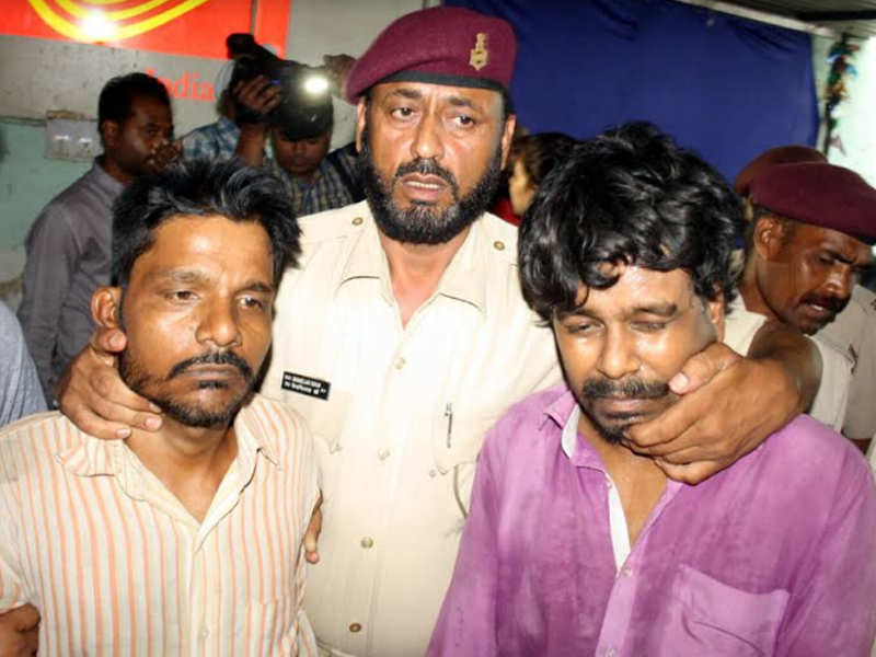 The main suspect, identified as Rinku Sahu (L) and his friend Kailash Kumar (R).