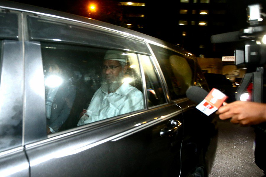 Zakir Naik leaving Bukit Aman after 10 hours of being questioned.