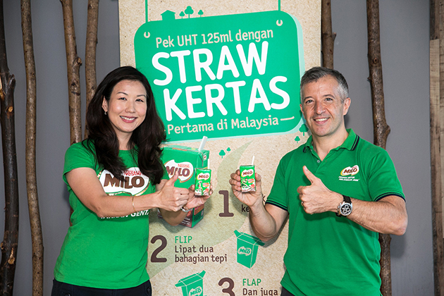 Nestlé Malaysia CEO Juan Aranols (right) and Ready-To-Drink Business Unit business executive officer Ng Su Yen (left) presenting MILO UHT 125ml drink packs with paper straws.