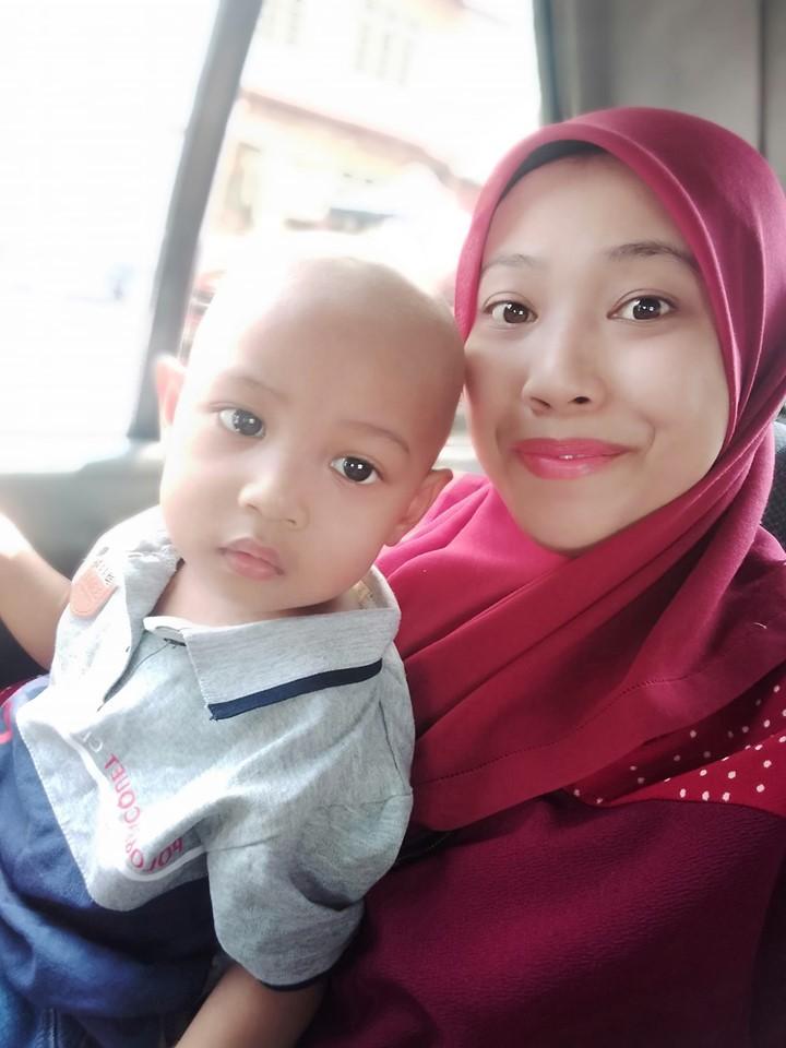 Afiq dan ibunya, Nur Hazirah.