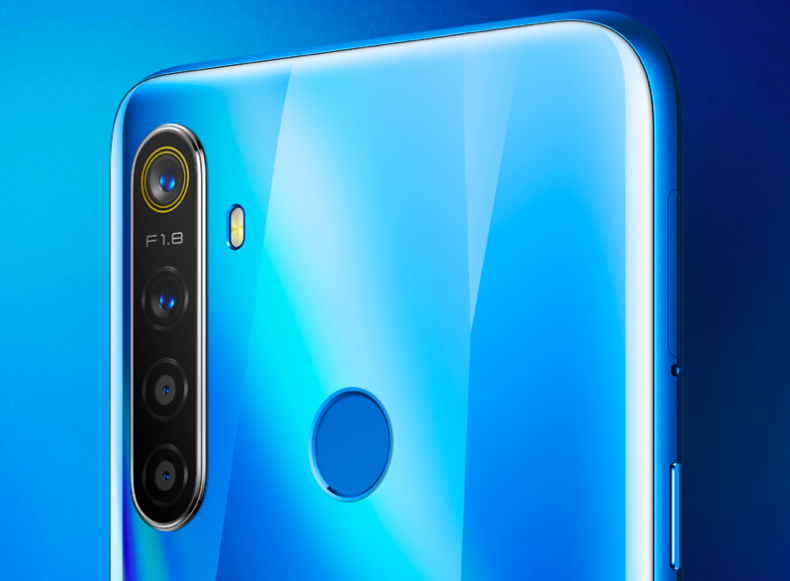 realme 5 in Crystal Blue.