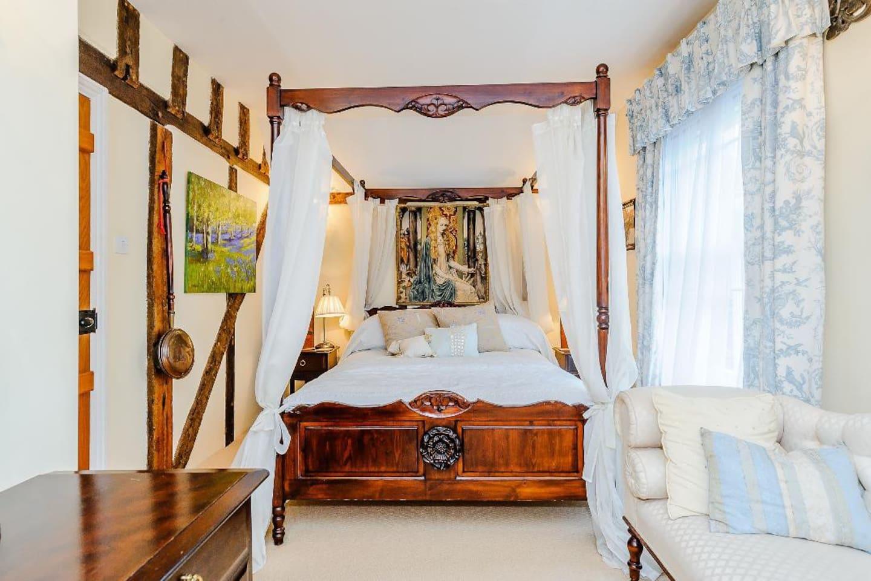 Lady Howard bedroom.
