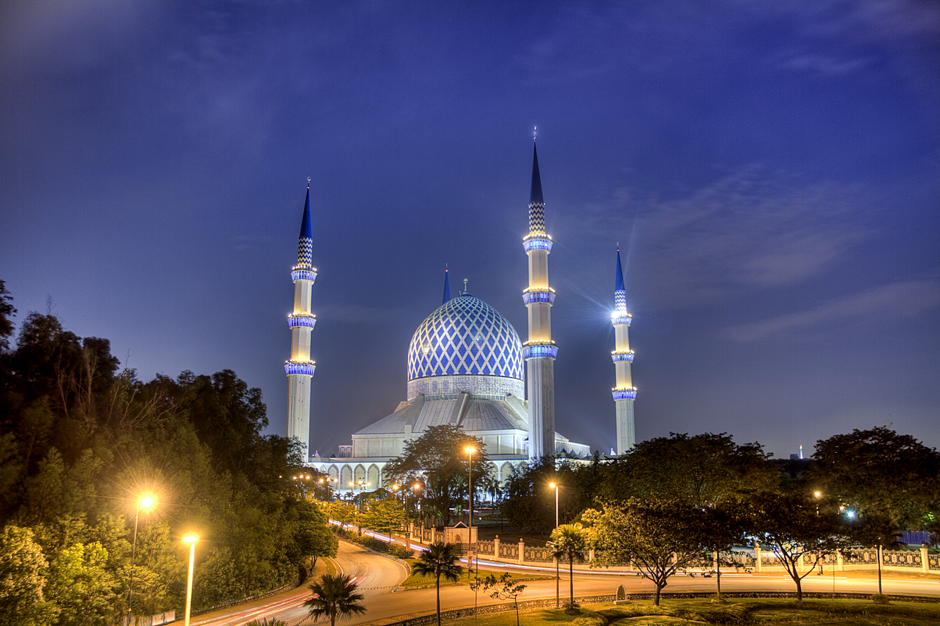 Sultan Salahuddin Abdul Aziz Shah Mosque in Shah Alam.