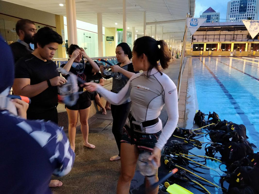 Melanie taught us how to wear our scuba gear while we fooled around. :p