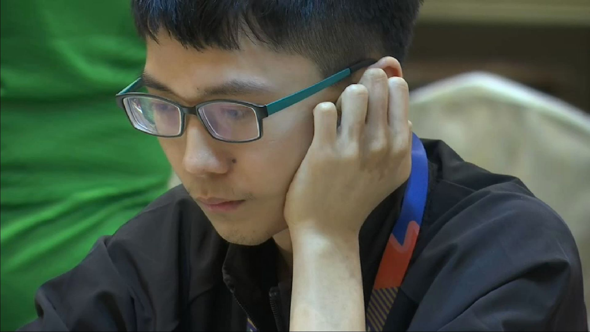 Li Tian in deep concentration during the competition yesterday, 3 December.