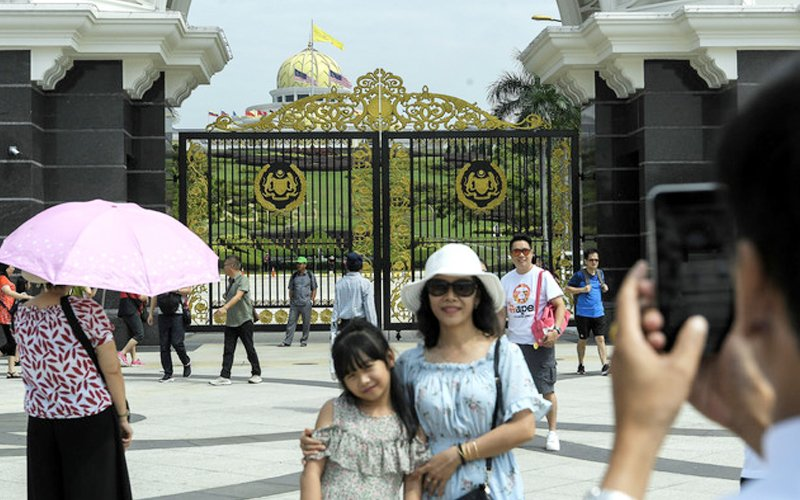 Immigration Department says 18,341 tourists from China have not left the country.