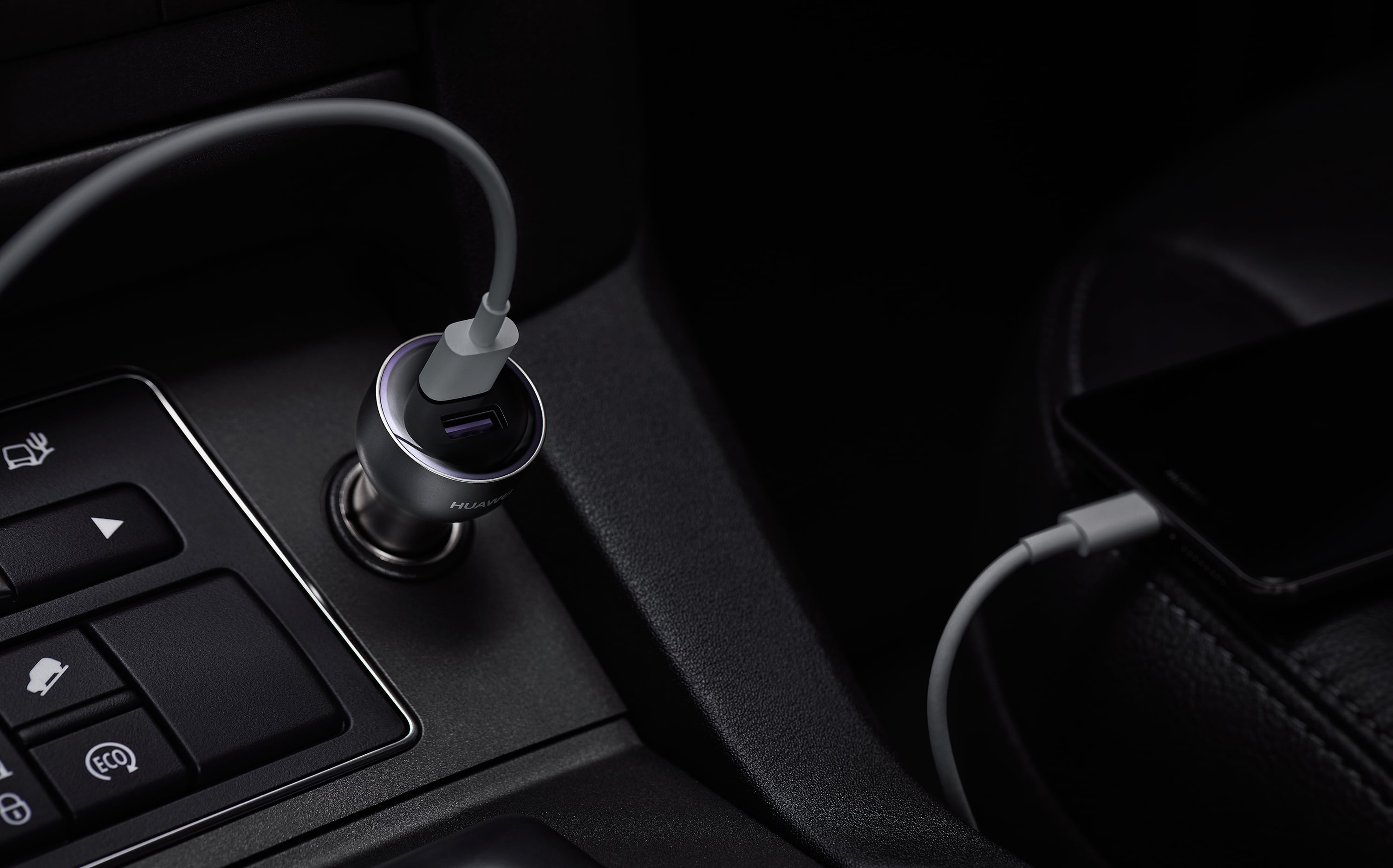 HUAWEI AP38 SuperCharge car charger.
