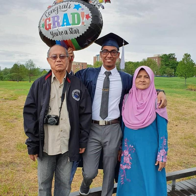 Muhamad Saiful Hakimi Daud (centre) and his parents.