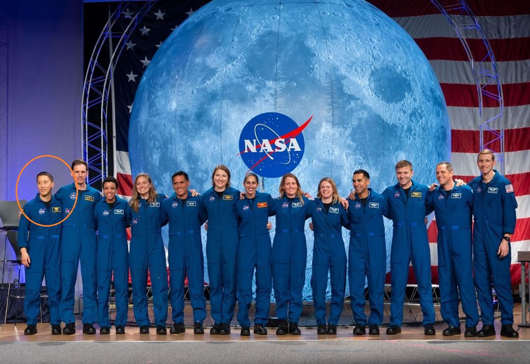 Kim (first from the left), together with the other 12 astronauts who graduated from the Artemis program.