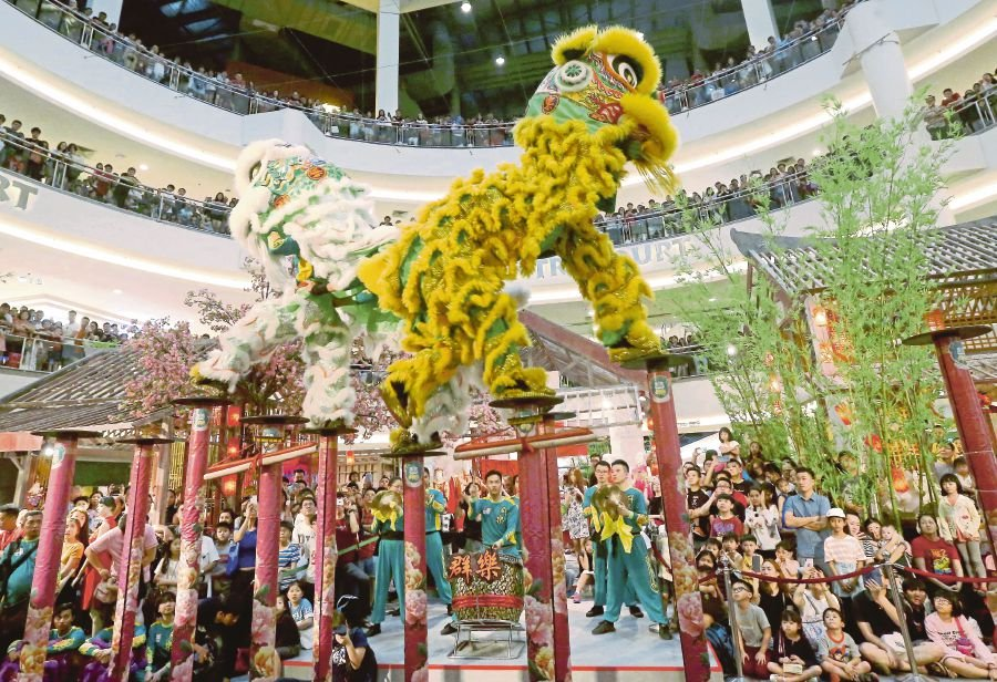 The Khuan Loke Dragon and Lion Dance troupe performing at Mid Valley Megamall.