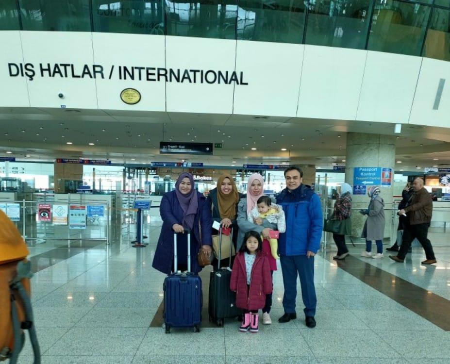 Kawan yang sambut dan menghantar kami di airport Ankara yang bekerja di sana.