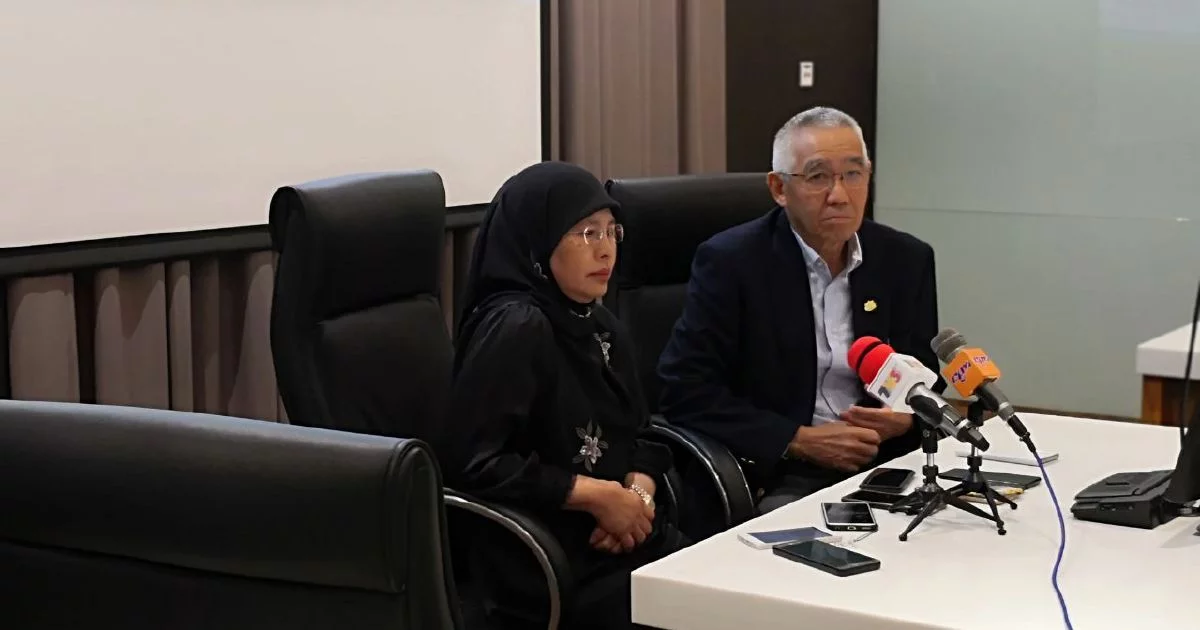 (Left to right) Chief Justice of the Federal Court of Malaysia Tan Sri Tengku Maimun Tuan Mat and Chief Justice of Sabah and Sarawak Tan Sri David Wong in a press conference after witnessing the AI in action at Sabah Court.