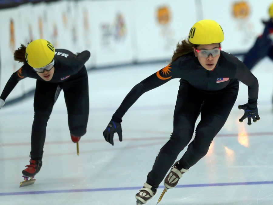 Anja Chong (front/right) and Ashley Shin (back) in action.
