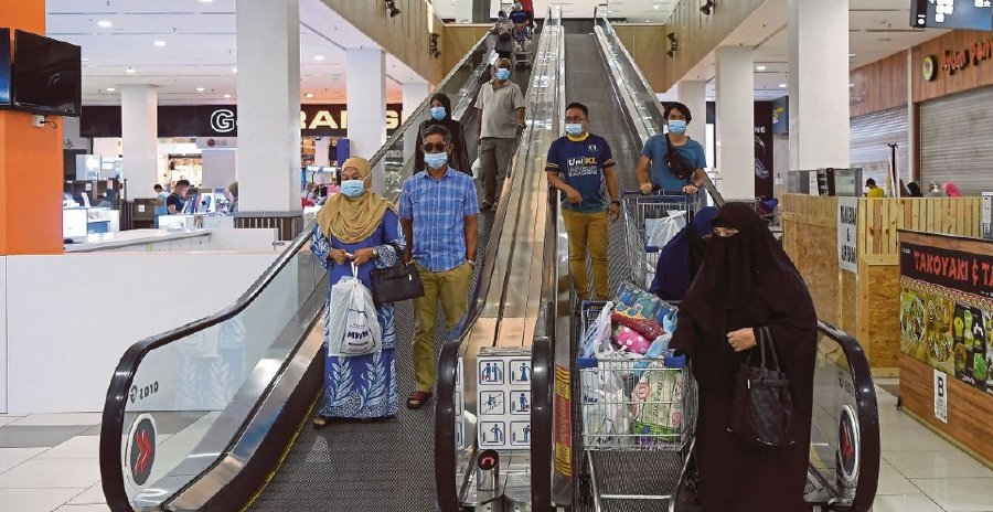 People wearing masks at a mall in Kuala Nerus in the first week of May.