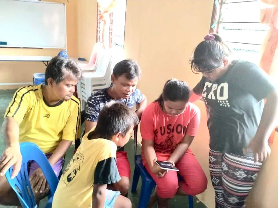 24 devices were received by B40 families of Kampung Sion through the YTL Foundation Learn From Home initiative.