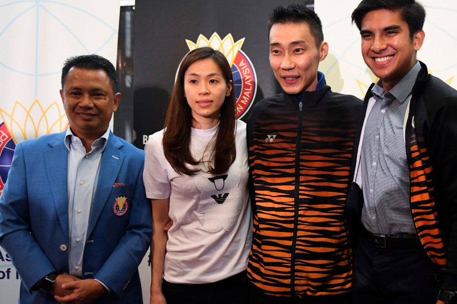 LCW poses with his wife Wong Mew Choo, and Badminton Association of Malaysia (BAM) president Datuk Seri Norza Zakaria (left) and former youth and sports minister Syed Saddiq Syed Abdul Rahman (right) during the press conference in Putrajaya.
