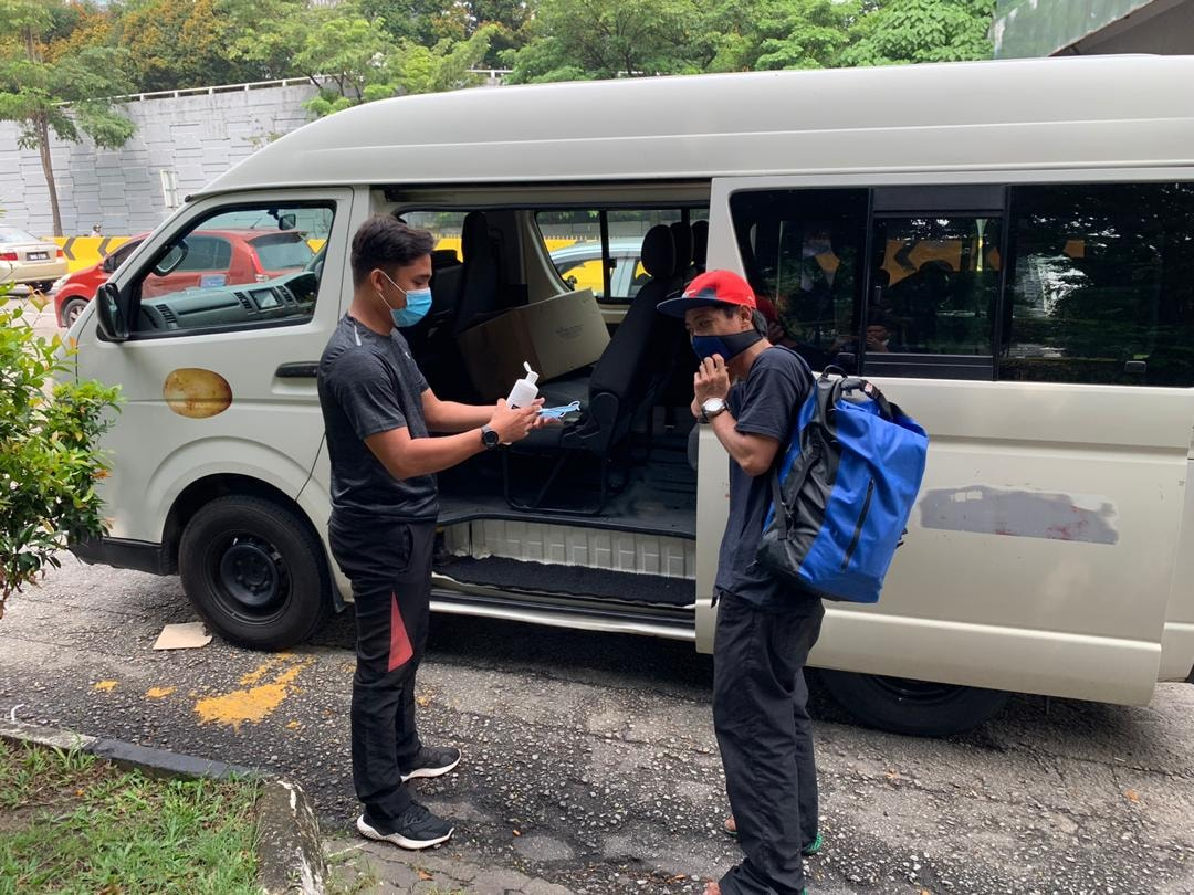 Kuan's team helping the man while picking him up from Jalan Kuching to drive him to the airport.