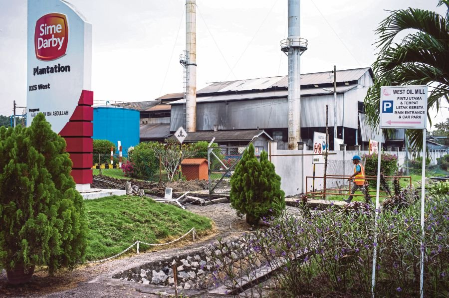 File photo of Sime Darby's West Oil Mill in Pulau Carey, Selangor.
