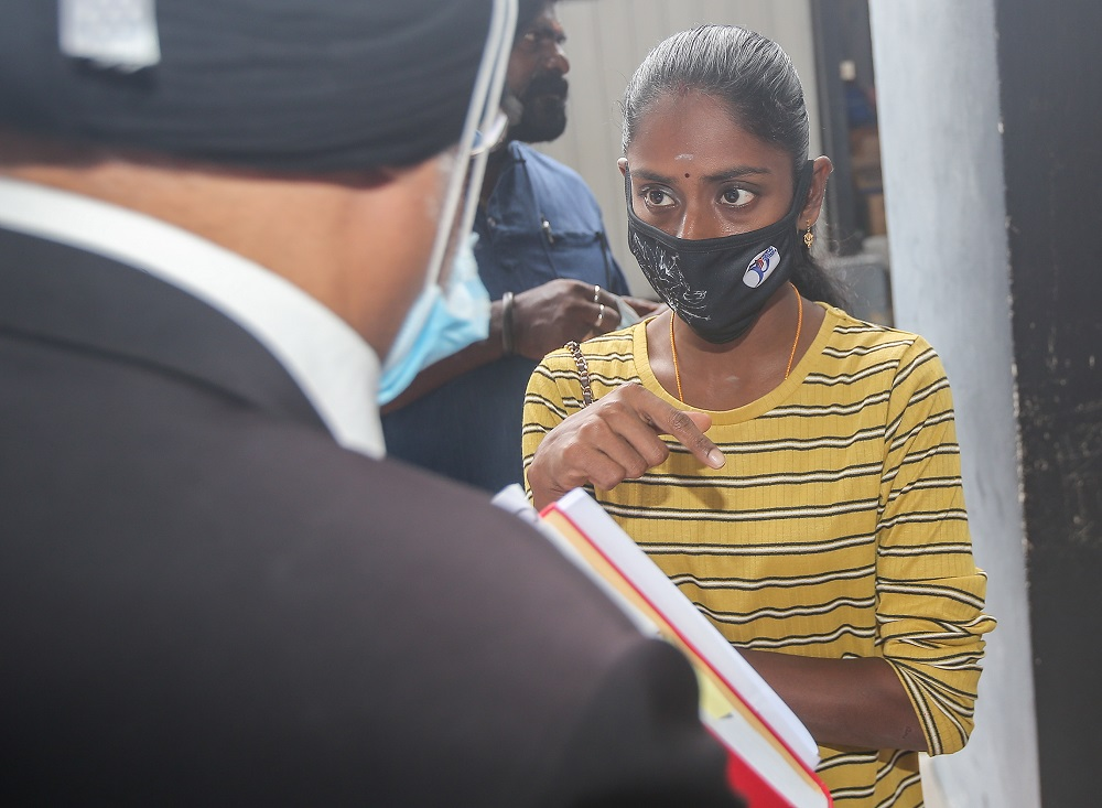Pavithra at the Magistrate Court in Ipoh on 24 July when Sugu claimed trial.