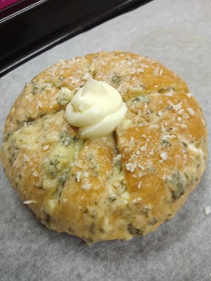 Resepi Korean Cream Cheese Garlic Bread, Simple Je!