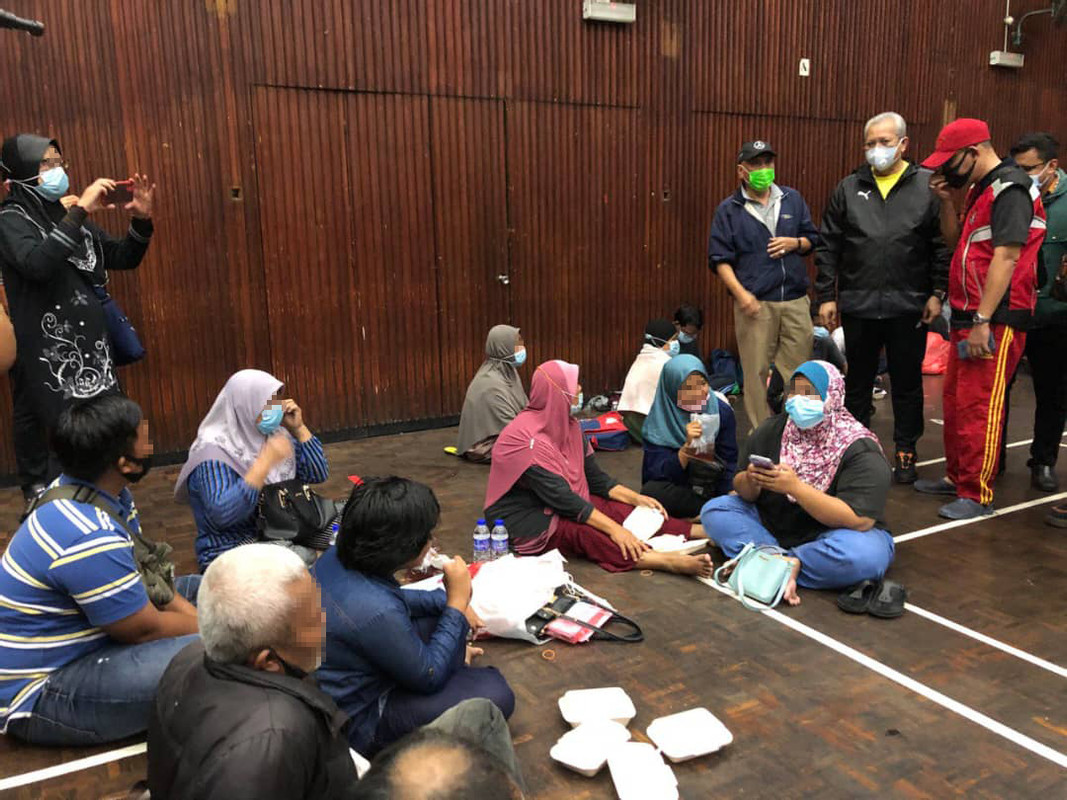 Tan Sri Annuar Musa visiting flood victims in an evacuation centre yesterday.