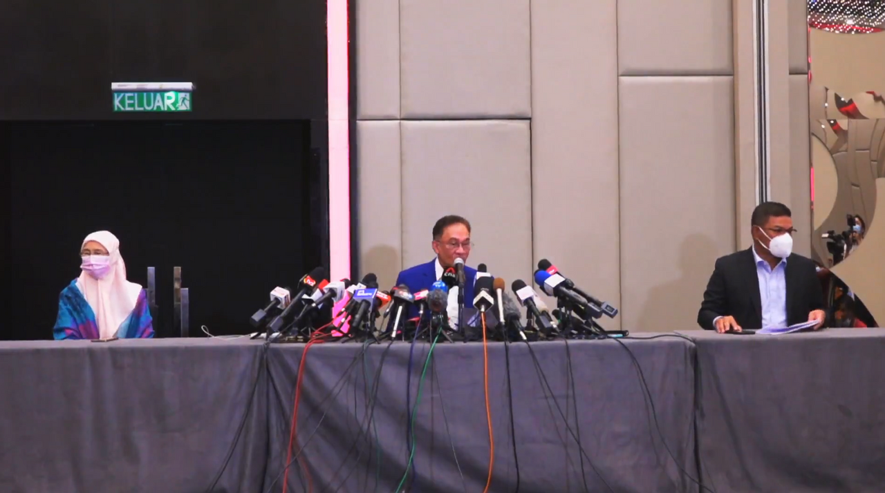 KLCI jumps as investors weigh news on Anwar's audience with King