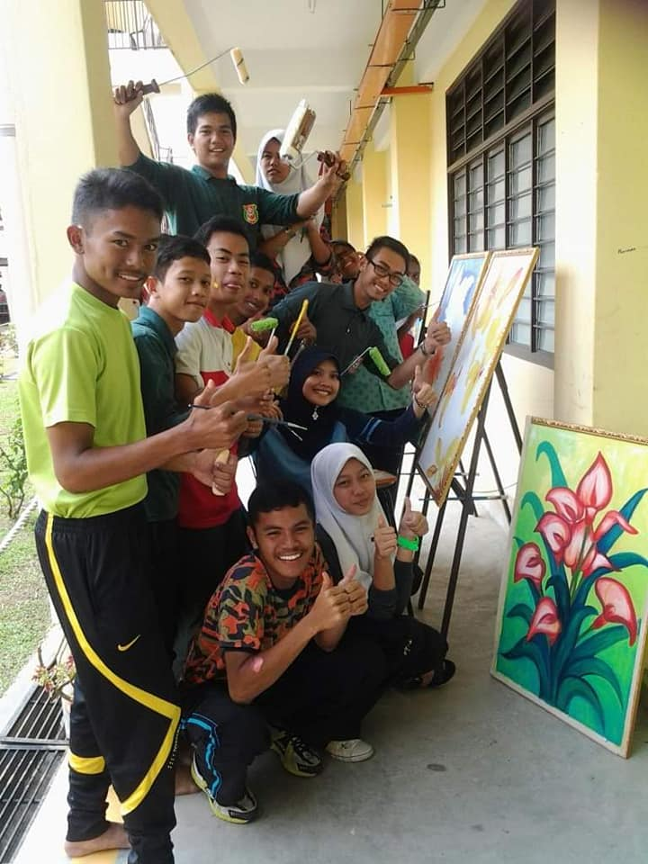 Cikgu Jue with her students from Johor