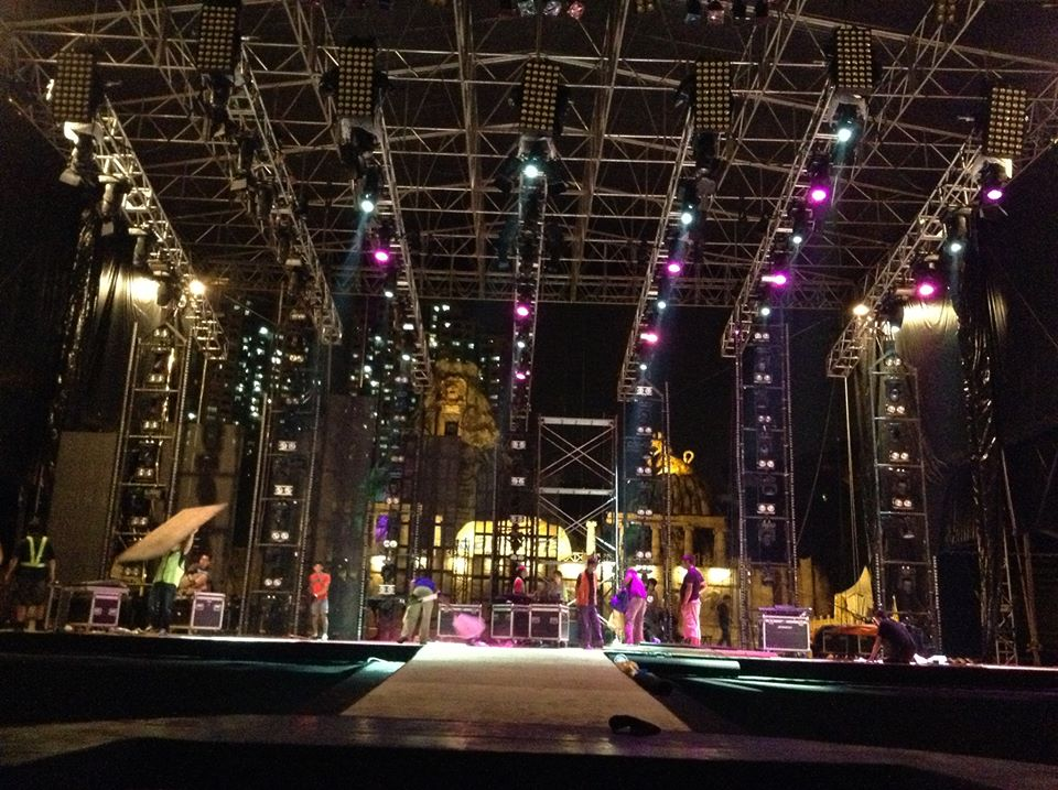 """""""We are now just 70 HOURS away from the first artist opening the show on MTV World Stage Live in Malaysia 2013, Sunday 7pm at Sunway Lagoon! Our production crew are now hard at work getting our #worldstagemy stage ready for Robin Thicke, Far East Movement, EXO-K (and EXO-M), Joe Flizzow as well as more than 15,000 of you!"""" - Photo from MTV Asia"""