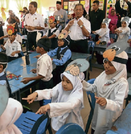 Deputy Prime Minister Tan Sri Muhyiddin Yassin and Negri Sembilan Menteri Besar Datuk Seri Mohamad Hassan visiting a class after launching the state-level Strengthen the English Language Literacy and Proficiency programme at SK Kampung Baru Sirusa in Port Dickson yesterday.