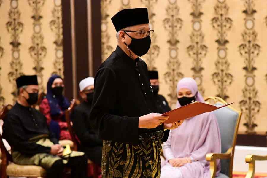 Ismail Sabri taking the oath of office.